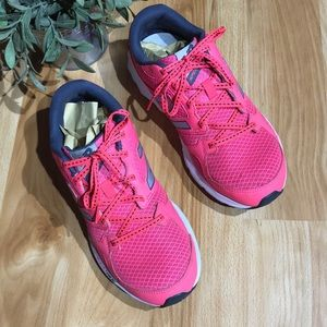 Woman's New Balance 490 V3 Hot Pink Size 9